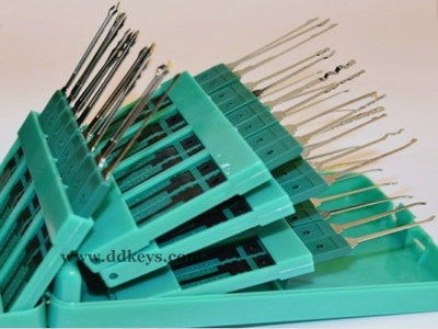 Klom 32pcs Pick Set